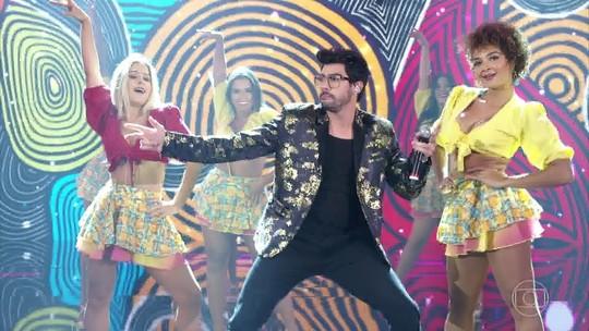 Gabriel Diniz canta hit no Domingão do Faustão