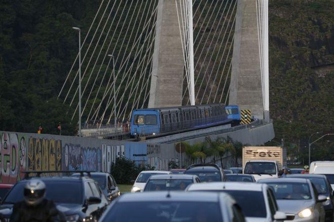 Construída como parte dos investimentos em mobilidade urbana no Rio, a linha 4 do metrô foi aberta ao público em setembro de 2016 (Foto: FERNANDO FRAZÃO/AGÊNCIA BRASIL via BBC News Brasil)
