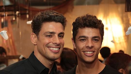 Cauã Reymond divide papel em 'Dois Irmãos' com Matheus Abreu, e diretor artístico comenta semelhanças