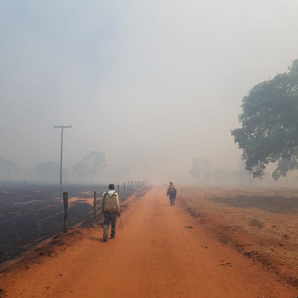 Fumaça de incêndio em Arinos, MG — Foto: Corpo de Bombeiros