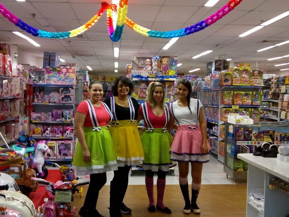 Loja de brinquedos apostou na caracterização das atendentes para atrair as crianças em Governador Valadares â?? Foto: Oberdã Antunes/Arquivo Pessoal