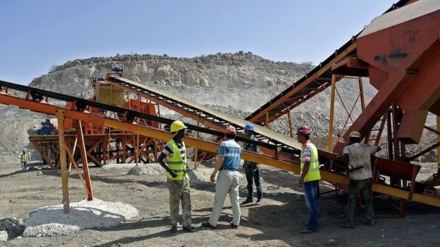 Chineses apostam em projetos de infraestrutura, como a construção desta ferrovia na Etiópia (Foto: Getty Images)