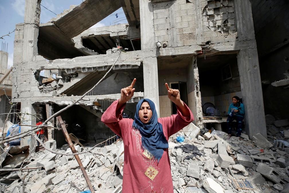 Palestina reage após retornar para casa destruída, em Beit Hanoun, no norte da Faixa de Gaza — Foto: Mohammed Salem/Reuters