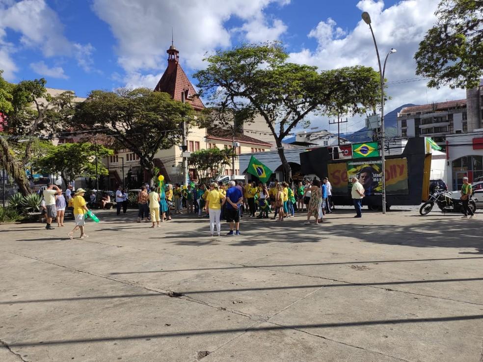 Ato pró-governo na tarde deste domingo (15), em Nova Friburgo (RJ) — Foto: Carine Oliveira/Arquivo pessoal