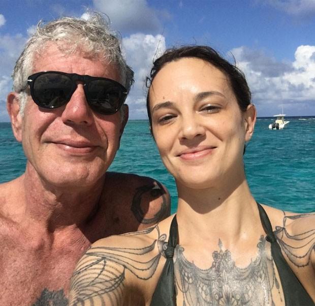 Asia Argento e Bourdain (Foto: Reprodução)
