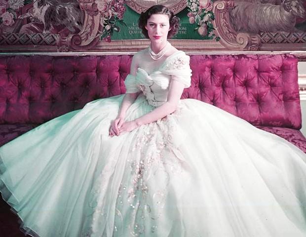 Princesa Margaret em seu aniversário de 21 anos, vestindo Dior (Foto: Reprodução)