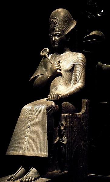 Estátua que retrata Ramsés II (Foto: Wikimedia Commons )