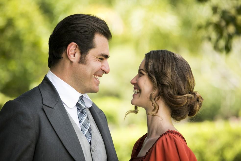 Darcy (Thiago Lacerda) e Elisabeta (Nathali Dill) vão lutar contra o amor, mas o destino se encarregará de unir esse casal (ficamos na torcida!) (Foto: João Miguel Júnior/Gshow)