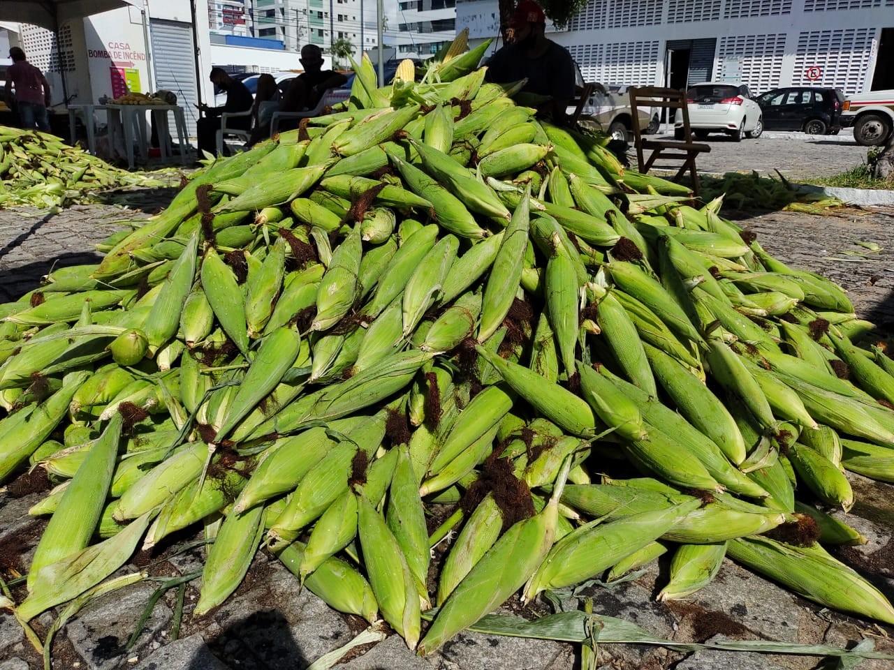Sem festas juninas por causa da pandemia, venda de milho aumenta em Maceió