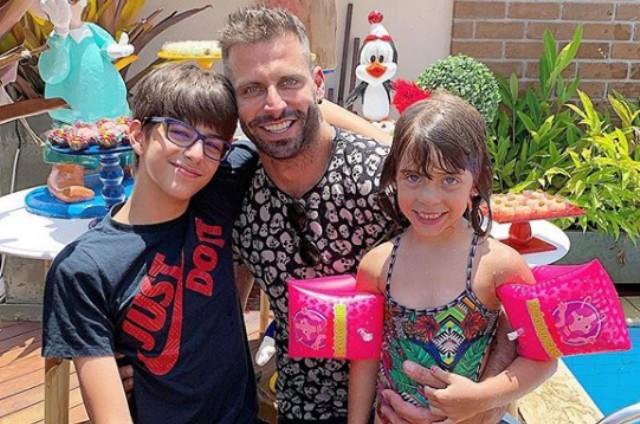 Henri Castelli com os filhos, Maria Eduarda e Lucas (Foto: Reprodução)