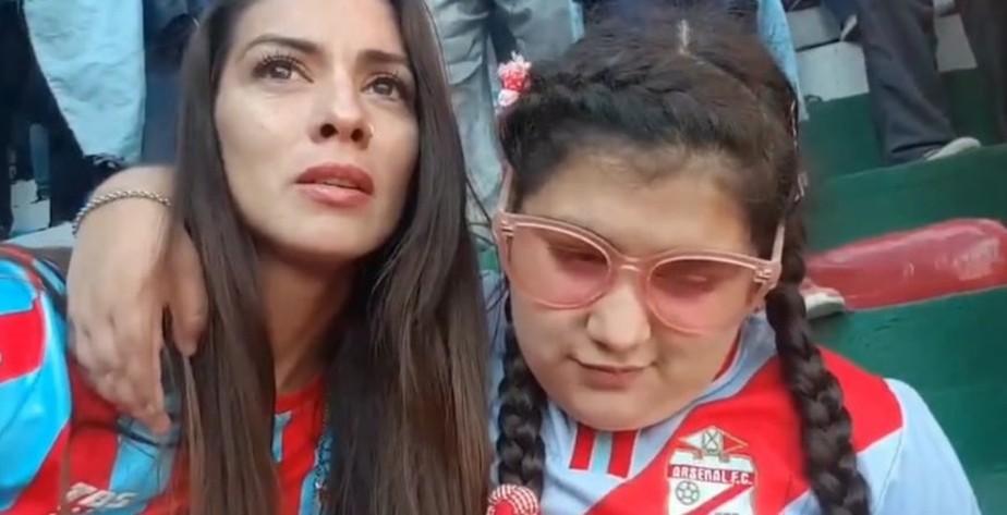 Emocionante! Mãe narra gol que garantiu acesso ao Arsenal para a filha cega. Assista