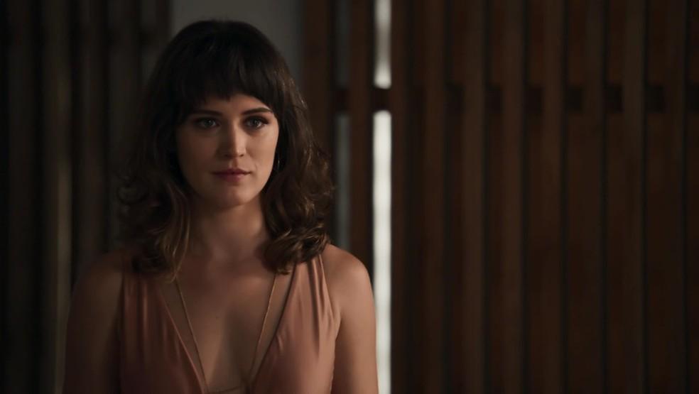 Clara decide colocar em prática seu plano contra Samuel (Foto: TV Globo)
