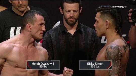 Merab Dvalishvili e Ricky Simon passam pela pesagem do UFC Atlantic City