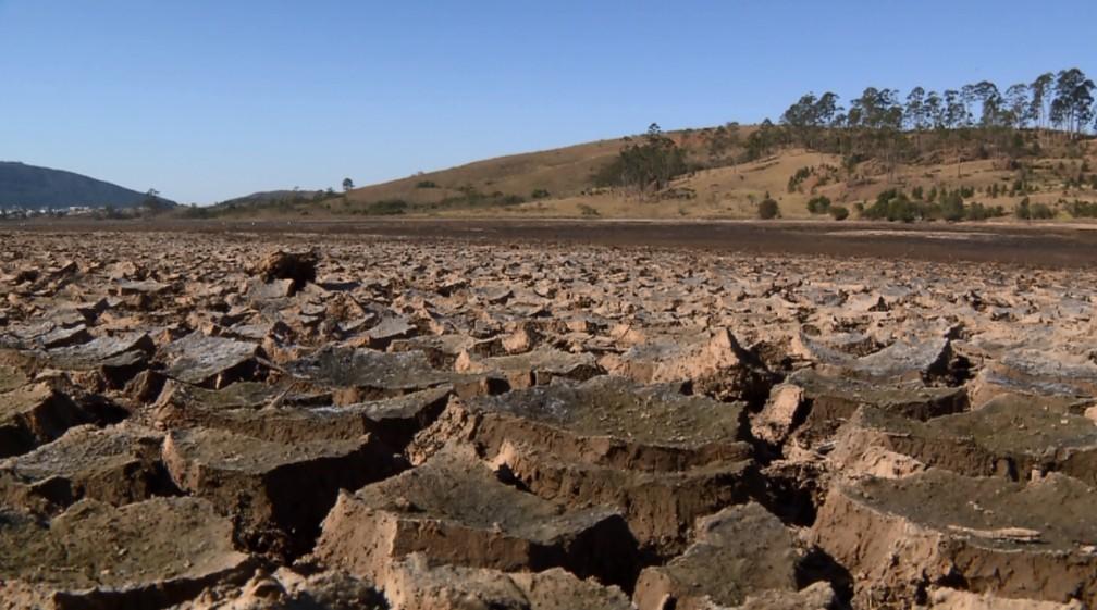 -  Queda do nível da represa, deixa Bortolan parecendo deserto em Poços de Caldas  Foto: Reprodução EPTV