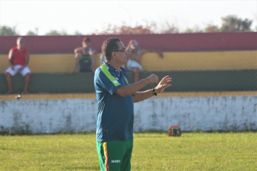 Diá tem trabalhado suas estratégias para jogo contra o Fortaleza (Foto: Sampaio / Divulgação)