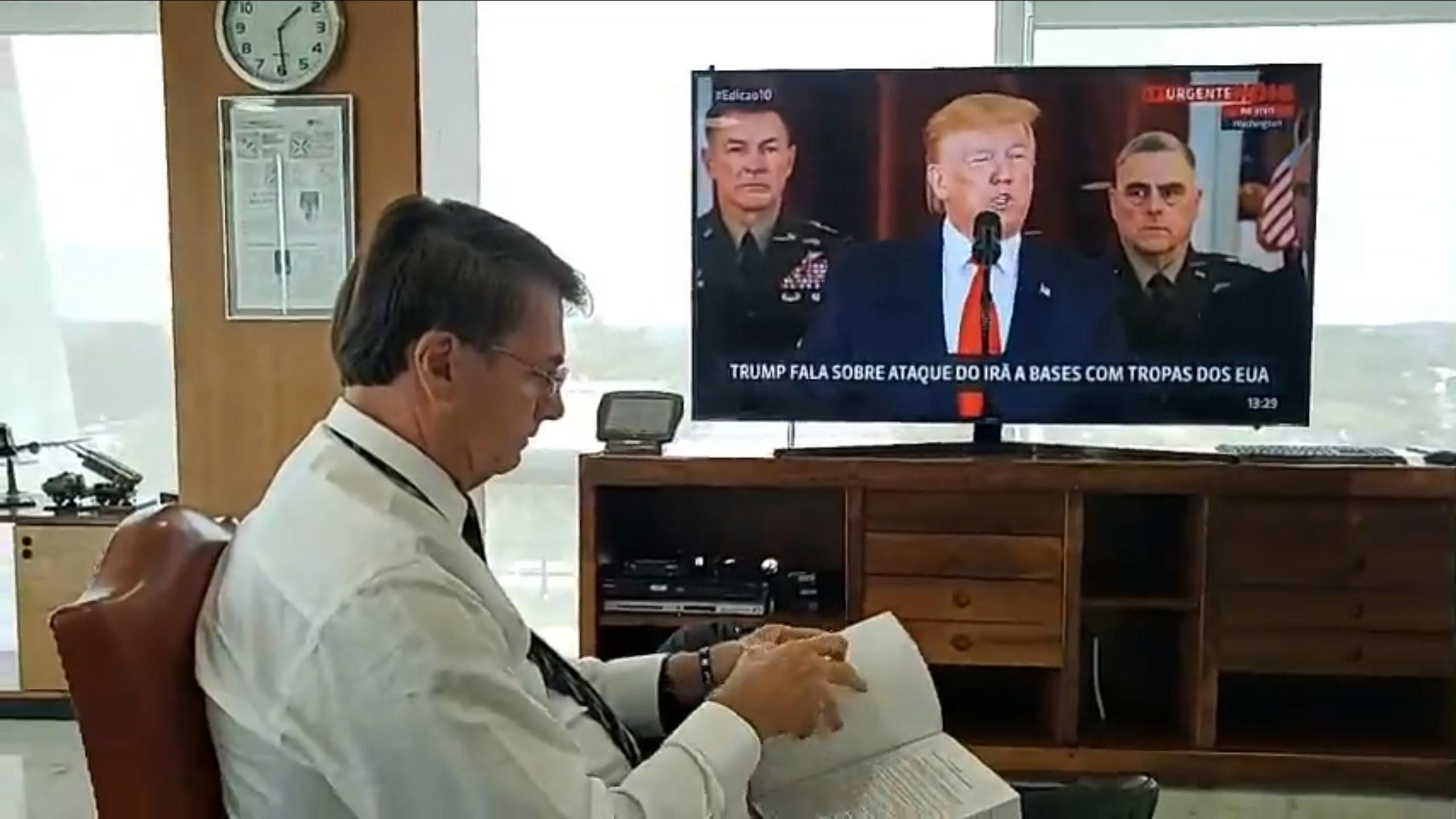 Bolsonaro tenta aliar sua imagem a do presidente americano