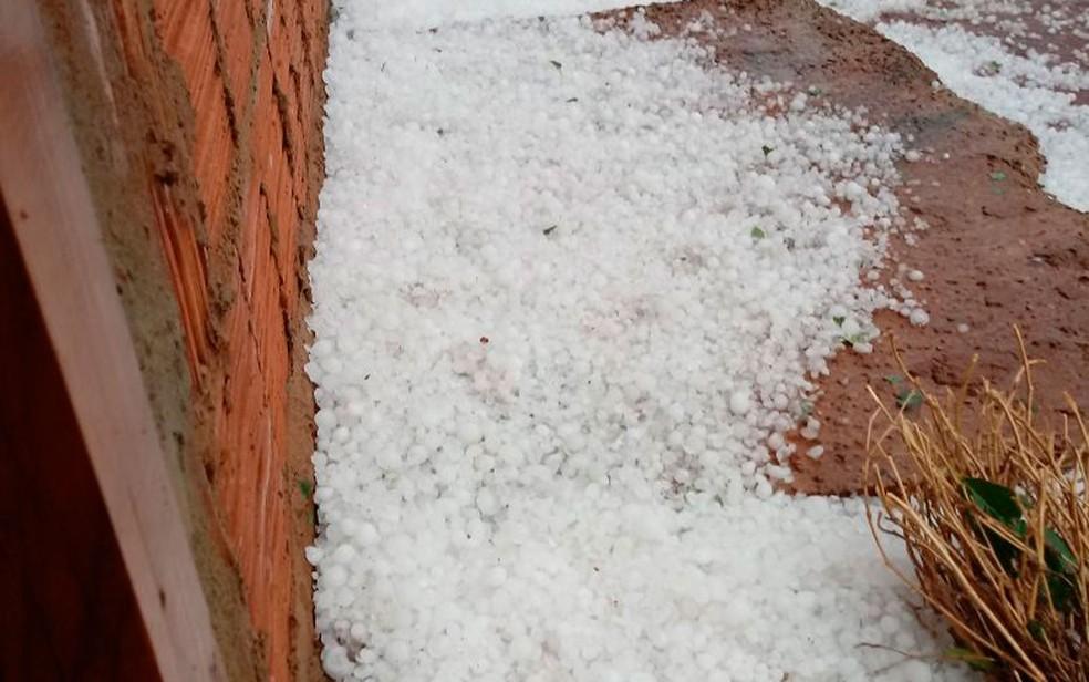 Chuva de granizo atingiu cidade no oeste da Bahia (Foto: Joana Angélica Porto Castro/Arquivo Pessoal)