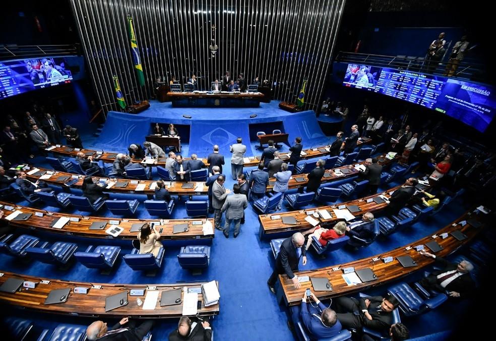 Senadores reunidos no plenário nesta terça-feira (28) durante a votação da MP da reforma administrativa — Foto: Marcos Oliveira/Agência Senado