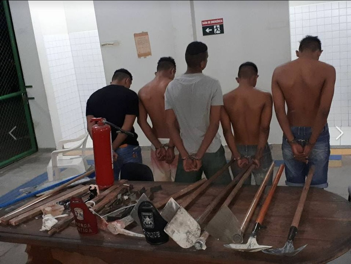 Internos quebram paredes e pegam ferramentas de depósito durante confusão no CSE, em Roraima