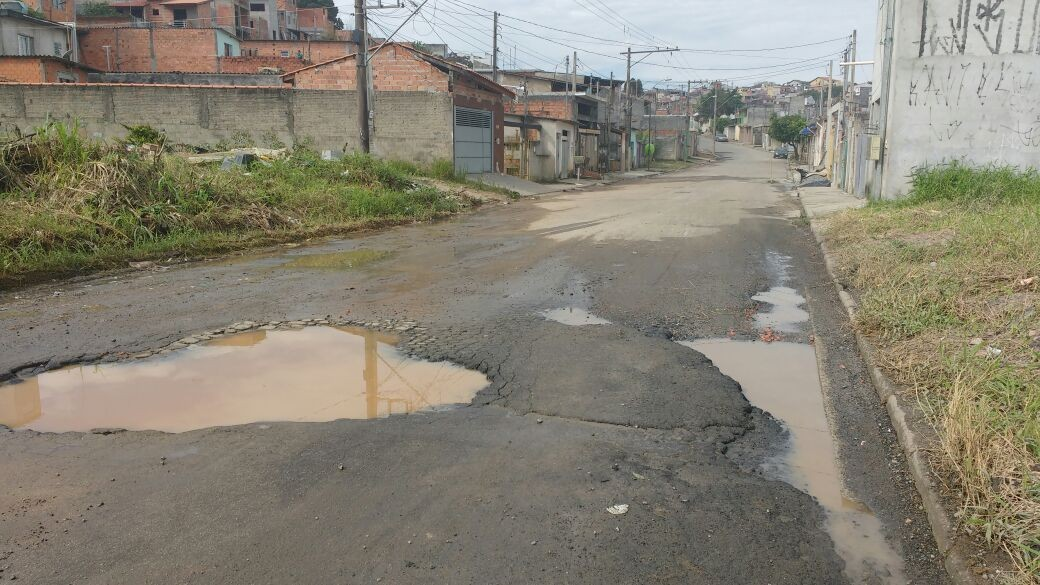 Internauta reclama de buracos em rua do Jardim Planalto, em Mogi