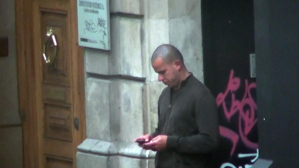 Em prisão na Espanha, Guilherme Longo tem academia e TV  (Foto: Rede Globo)