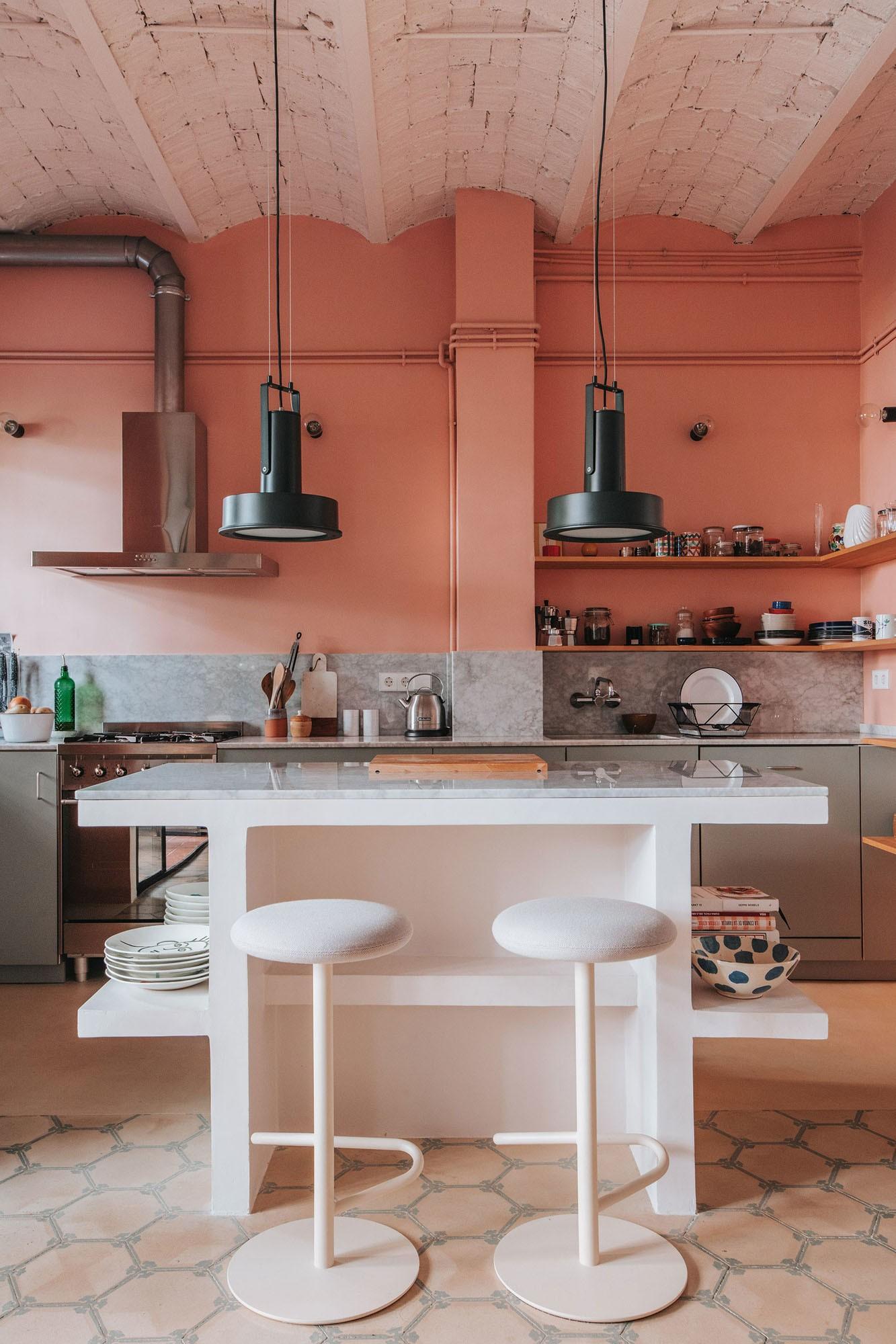 Décor do dia: cozinha rosa em estilo industrial (Foto: Coke Bartrina)