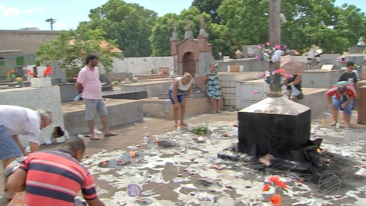 Cemitérios da região metropolitana recebem mais de 130 mil pessoas no Dia de Finados