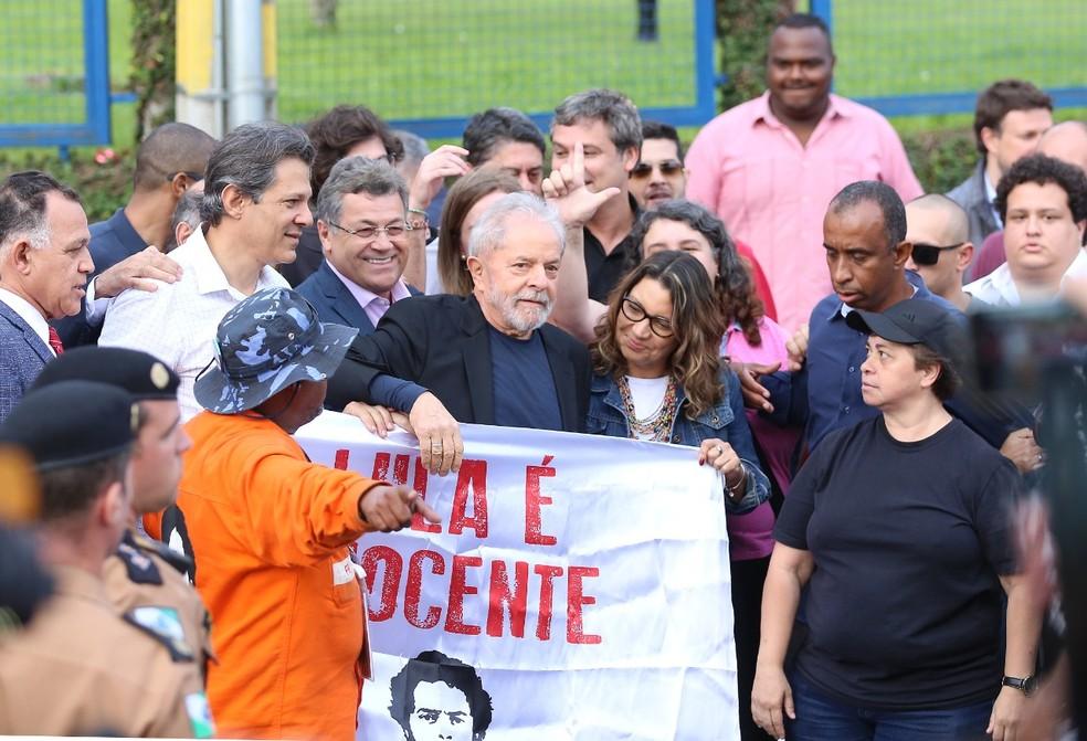 Lula deixou a carceragem da PF nesta sexta-feira (8), após decisão do STF de derrubar prisão em segunda instância — Foto: Giuliano Gomes/PR Press