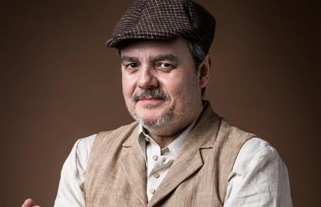 Dono de um armazém na Avenida Angélica, Afonso (Cássio Gabus Mendes) é um homem gentil e caridoso e tem um carinho especial por Lola TV Globo