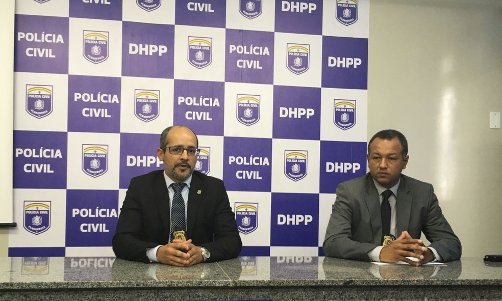 Delegados Ivaldo Pereira (direita) e Alfredo Jorge detalharam a investigação e crimes atribuídos ao preso (Foto: Divulgação/Polícia Civil)