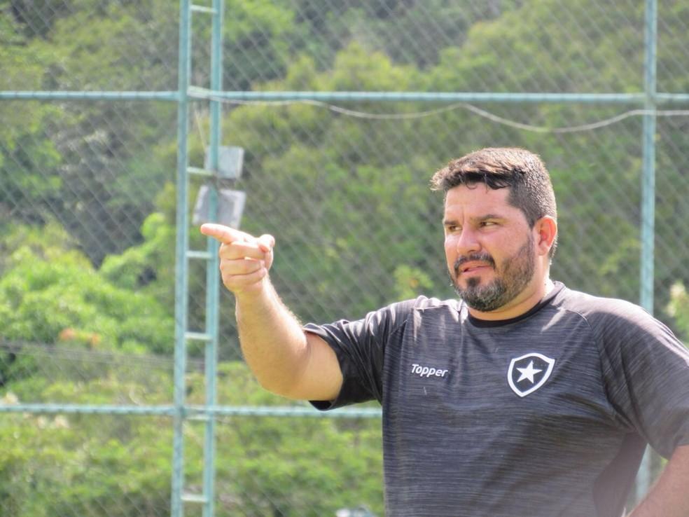 Eduardo Barroca comemorou virada sobre o Madureira (Foto: Divulgação/Ideallize)
