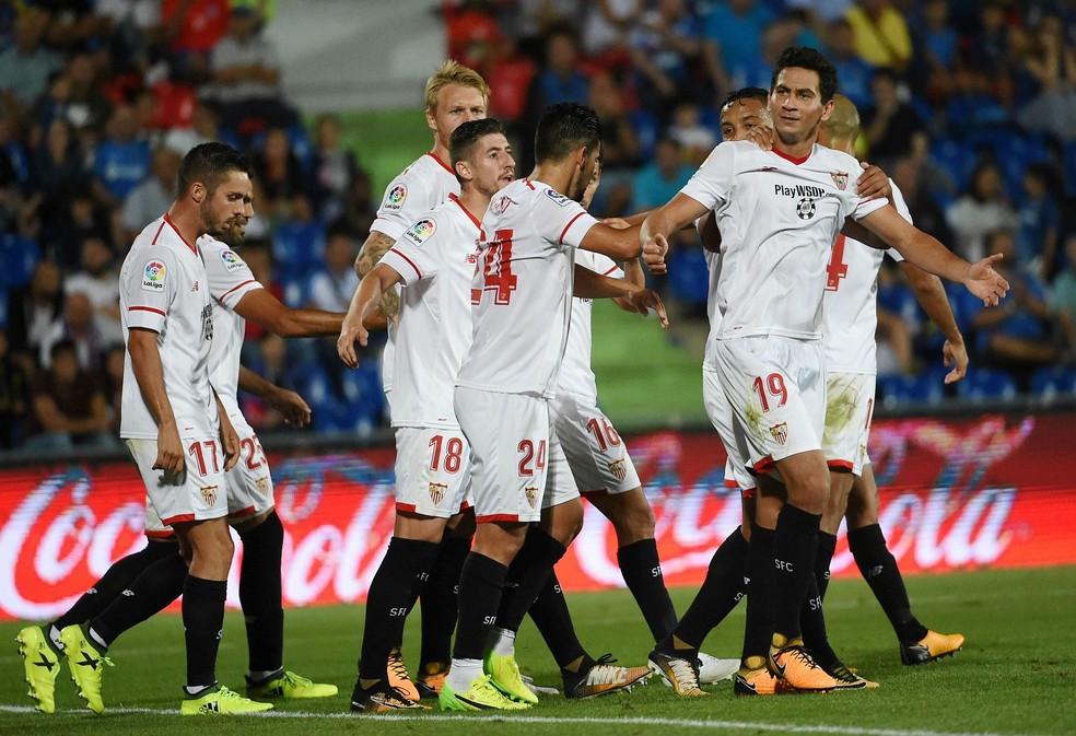 Paulo Henrique Ganso comemora depois de fazer belo gol e garantir a vitória do Sevilla (Foto: EFE/Fernando Villar)