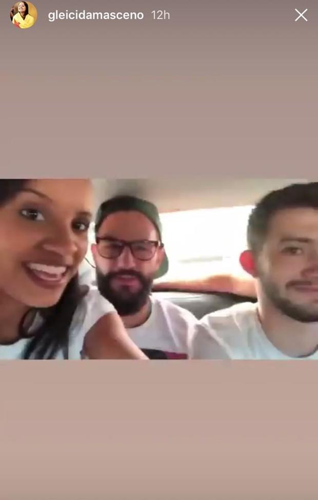 Gleice andando de carro sem cinto de segurança  (Foto: reprodução / instagram)
