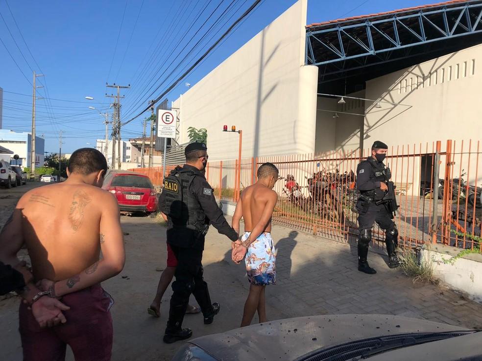 Em Sobral, no Ceará, foram cumpridos mandados de prisão em alguns bairros da cidade — Foto: Mateus Ferrreira/SVM