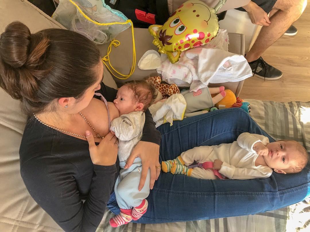 Roberta e as duas filhas (Foto: Reprodução Instagram)