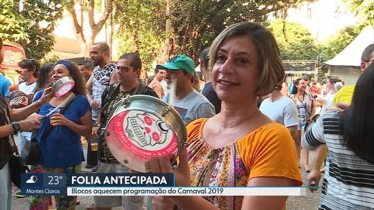 Clima de carnaval toma conta da Savassi, em BH, em pleno mês de julho