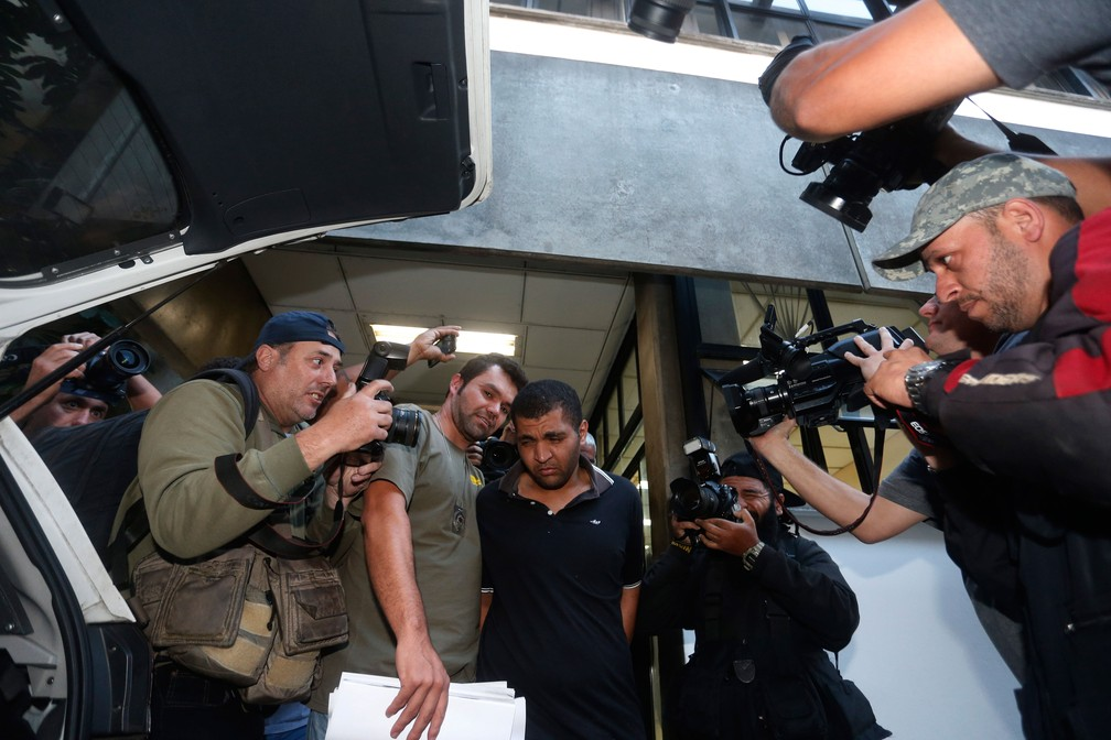 Diego Ferreira de Novais, que ejaculou em mulher no ônibus, deixa 78ª DP e é levado para o 2º DP. Para psicóloga, trauma independe de estupro consumado. (Foto: Leonardo Benassato/Framephoto/Estadão Conteúdo)