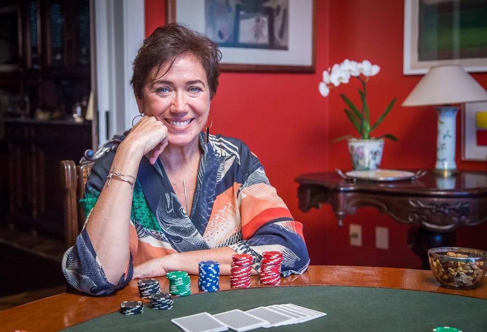 Lilia Cabral vive Silvana, uma mulher viciada em jogos — Foto: Paulo Belote/Globo