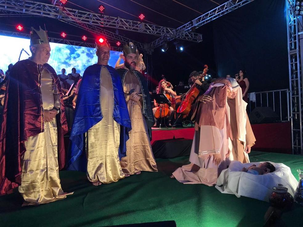 Encenação que representou o nascimento do menino Jesus emocionou o público em Rio Preto — Foto: Heloísa Casonato/G1