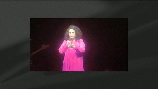 Gal Costa faz homenagem a João Gilberto em show