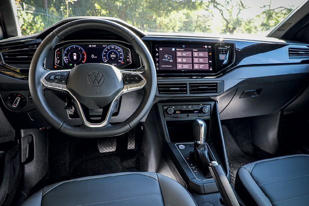 Comparativo Volkswagen Nivus e Volkswagen T-Cross - O Nivus estreia o novo volante e o renovado logotipo da VW (Foto: Rafael Munhoz)