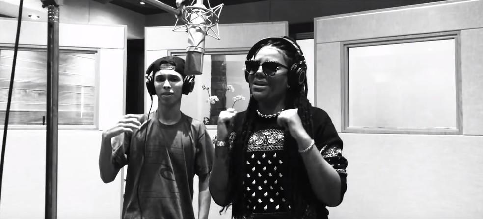 MC Pupio teve composição transformada em hit de Ludmilla; acima, os dois gravam clipe da música 'Din Din Din' (Foto: Reprodução/ YouTube)