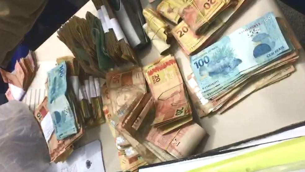 Polícia apreendeu mais de R$ 74 mil em dinheiro com suspeito de tráfico — Foto: Divulgação/Polícia Civil