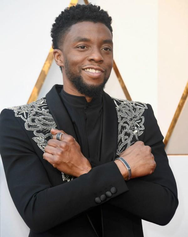 Chadwick Boseman em tapete vermelho do Oscar (Foto: Getty Images)