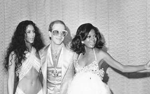 Fotos icônicas com Cher, Bianca Jagger, Diana Ross e outras estrelas