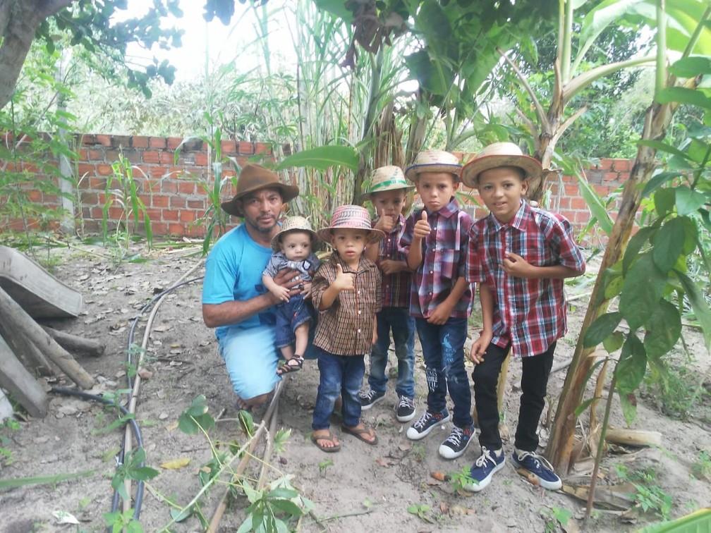 Chitão e os filhos curtindo o São João - Foto de 2020 — Foto: Arquivo Pessoal