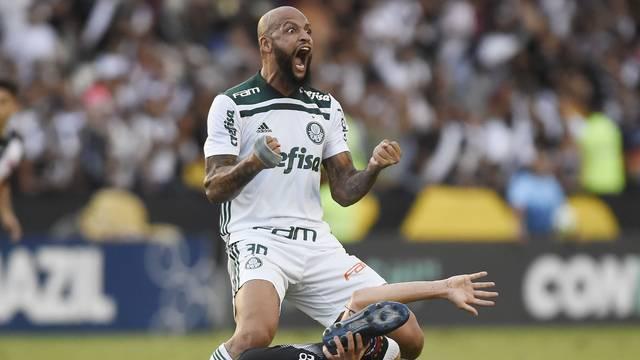 Felipe Melo vibra durante lance contra o Vasco