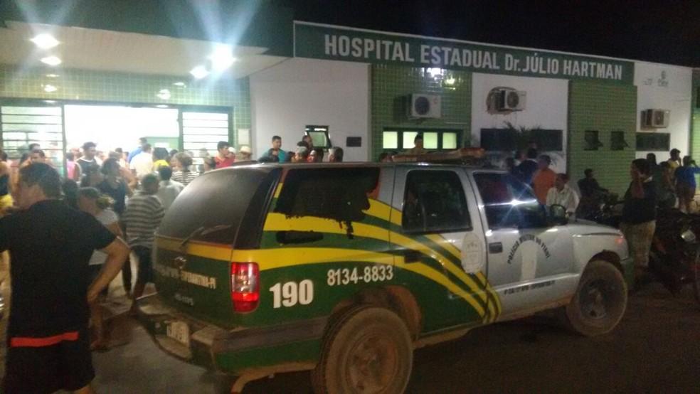 Agredidos foram encaminhados ao hospital de Esperantina (Foto: Kleber Oliveira/Revista AZ)