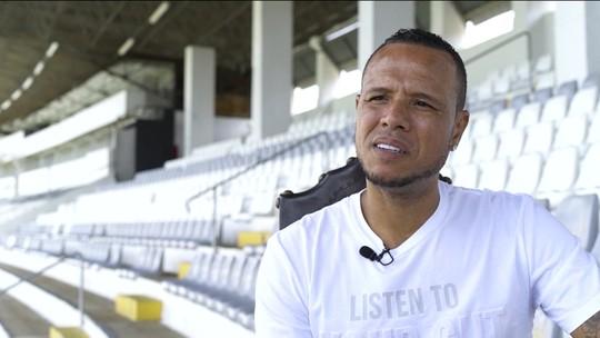 """Luis Fabiano é o quinto personagem da série """"Os Indomáveis"""" e lembra gol na Copa: """"Polêmico, hein?"""""""