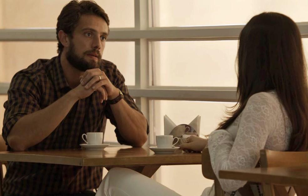 Renato  direto com Aura e diz que ela deve denunciar o namorado Foto TV Globo
